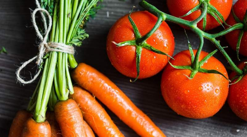 ways to save money at home - carrots and tomatoes